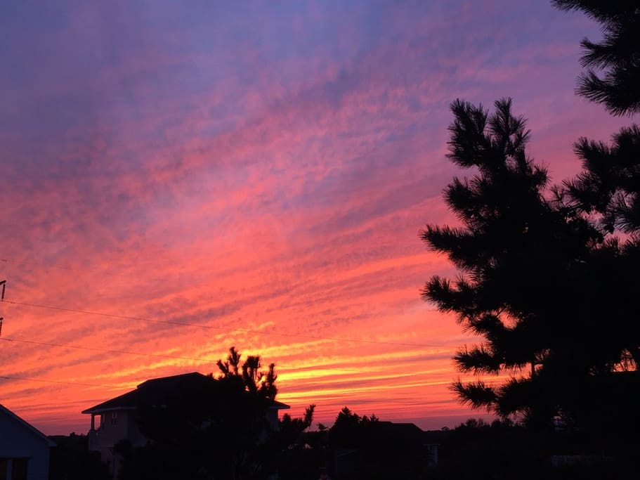 the sunsets are right in the backyard, or take a walk to the end of the street to one of many sound front gazebos