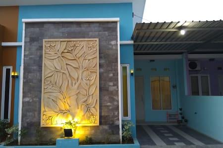 Homestay & Guesthouse Kamboja, Mejasem