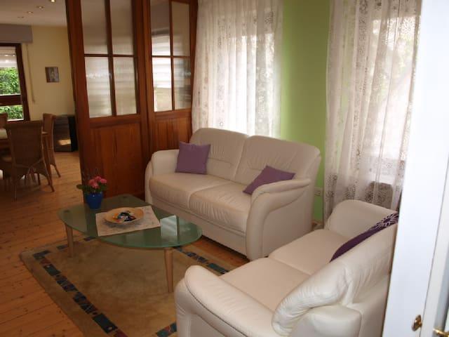 Großzügige Ferienwohnung im historischen Ortskern - Ediger-Eller - Apartment