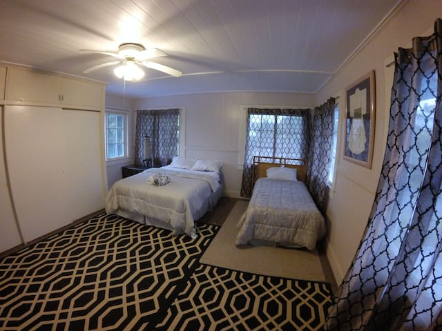 2 Private Rooms Near Down Town Hilo