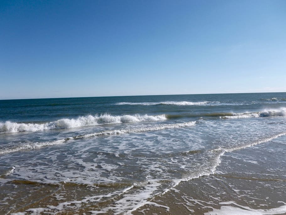 """The sound of waves crashing on the shore is one of the most relaxing sounds on Earth. """"Your Memories of the Atlantic ocean will linger on, long after footprints in the sand are gone."""""""
