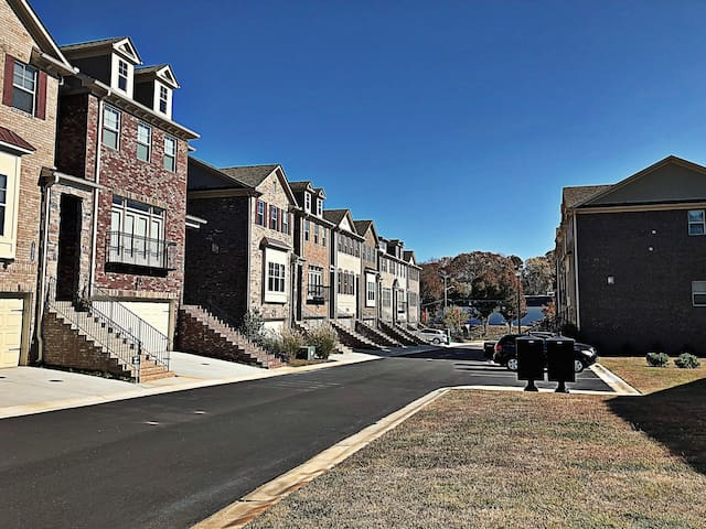 CDC/Emory Univ Private 1BD/1BA in Modern Townhome
