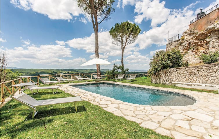 Semi-Detached with 6 bedrooms on 200m² in Orte (VT)