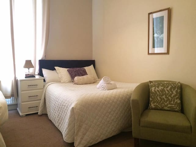 Best Bedroom Sea Views in Lahinch, Room for 3 PPL - Lahinch - Bed & Breakfast