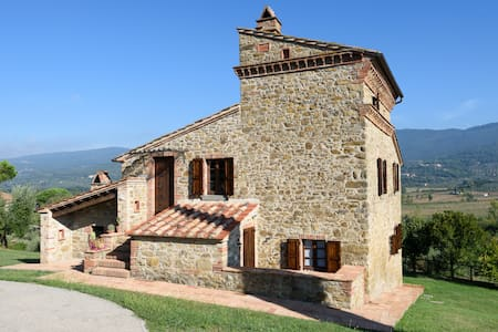 Historic Country Villa in Umbria - Passignano Sul Trasimeno - Villa