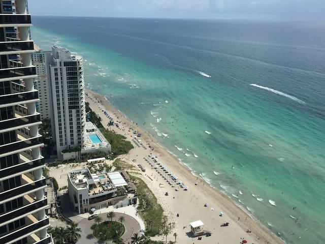 Beach Club on the beach 1bdrm/1bath great amenity - Hallandale Beach - Apartamento