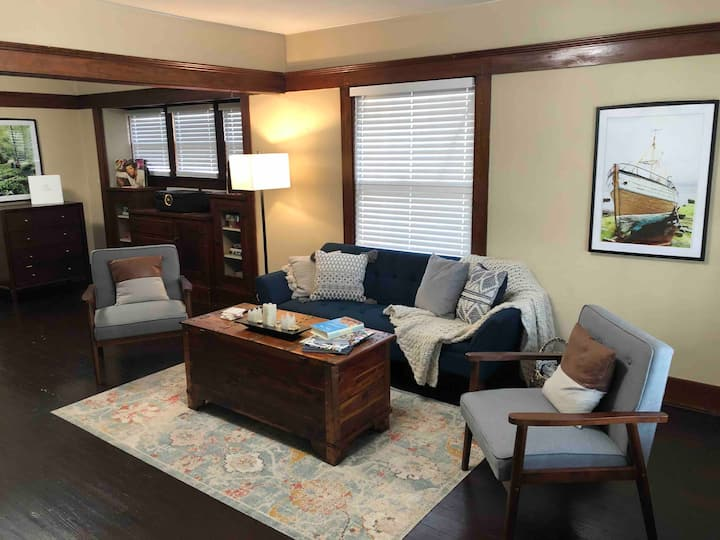 Cozy getaway close to airport and downtown DSM