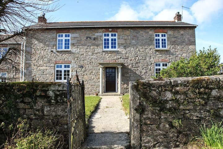 Large semi-detached Farm House - Cornwall - Dom