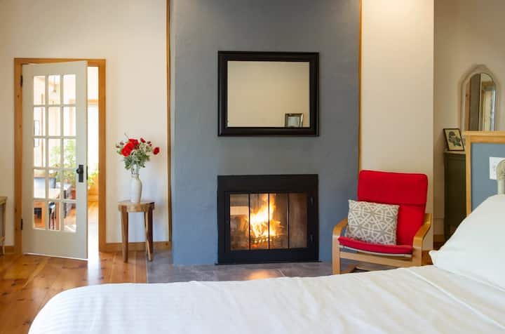 Luxury cabin on 1200acre Upper Delaware estate