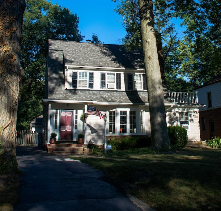 Charming Dutch Colonial. 4 BR. Driveway goes to back of house (fully fenced with gate).