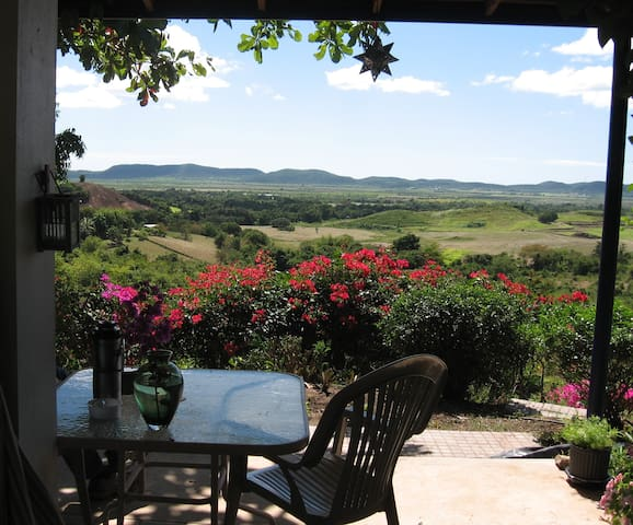 Rural privacy with wonderful views - Lajas - Bed & Breakfast