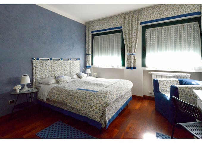 "Bed&Breakfast ""B&BiGim"" BLUE bedroom - Bergame - Bed & Breakfast"