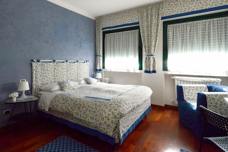 "Bed&Breakfast ""B&BiGim"" BLUE bedroom - Бергамо - Гестхаус"