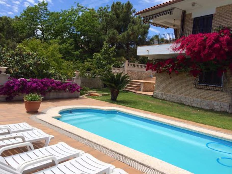 Casa con jard n y piscina privada villas for rent in for Hoteles en lloret de mar con piscina climatizada