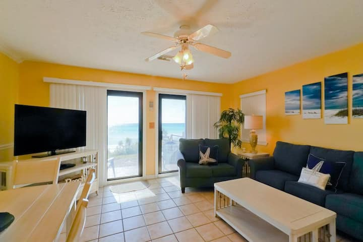 1st Floor Condo! Shared Amenities, Free Beach Equipment Rentals!