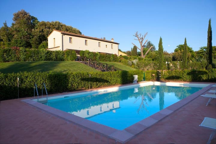 Three-roomed countryside with pool