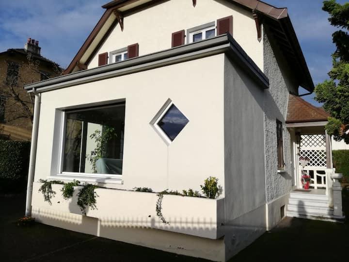 """Belle maison de ville rénovée """" Iris cottage""""."""