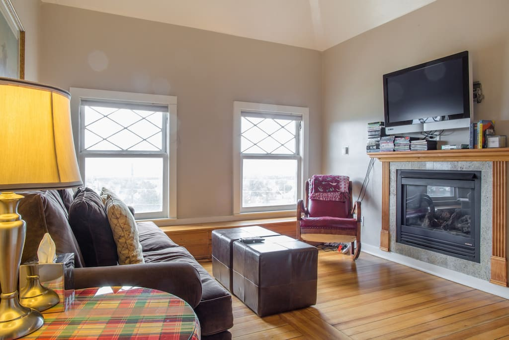 Cozy living room with Wifi, and access to Netflix and many movies for your entertainment.