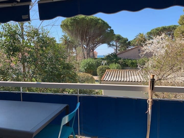 T2 grande terrasse, plage à pied, parking