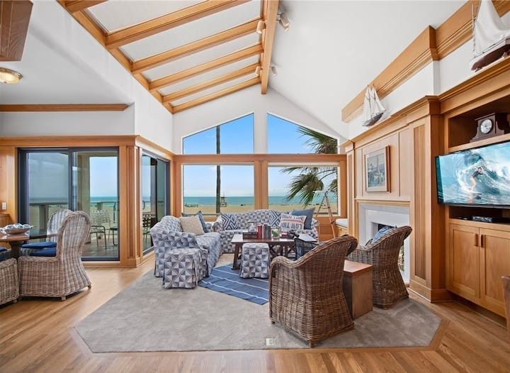 Upstairs Oceanfront Unit with Spectacular Ocean Views!  30 nights or more.