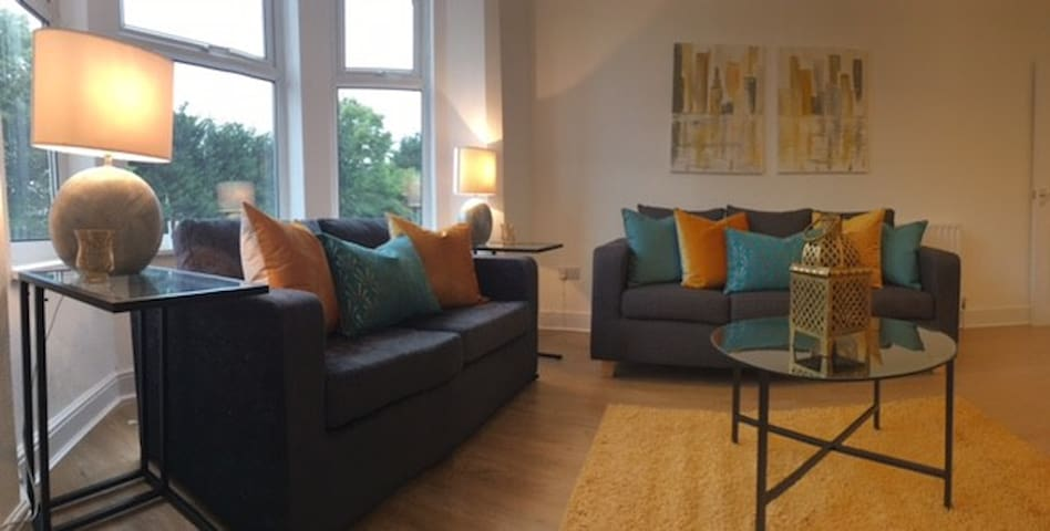 Beautiful Modern 2Bed Apartment & Free Parking!