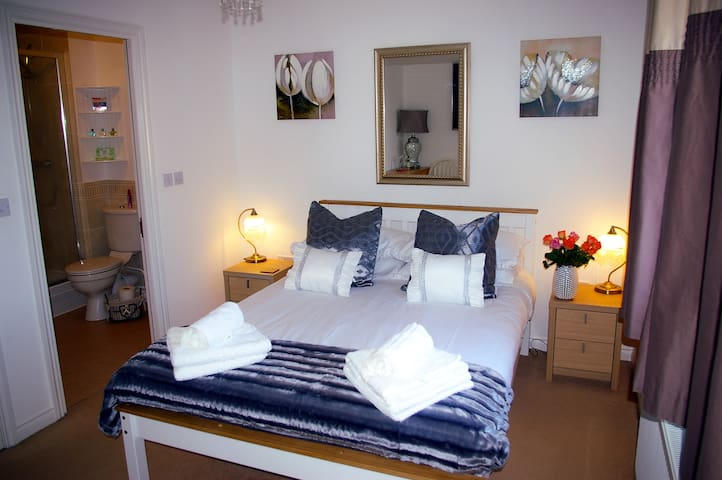 Ladysmith House -En-Suite - Serviced Accommodation