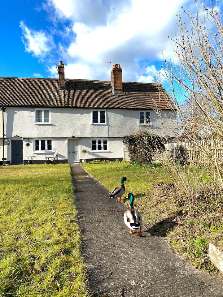 Stunning location. Period Cottage * Dog Friendly