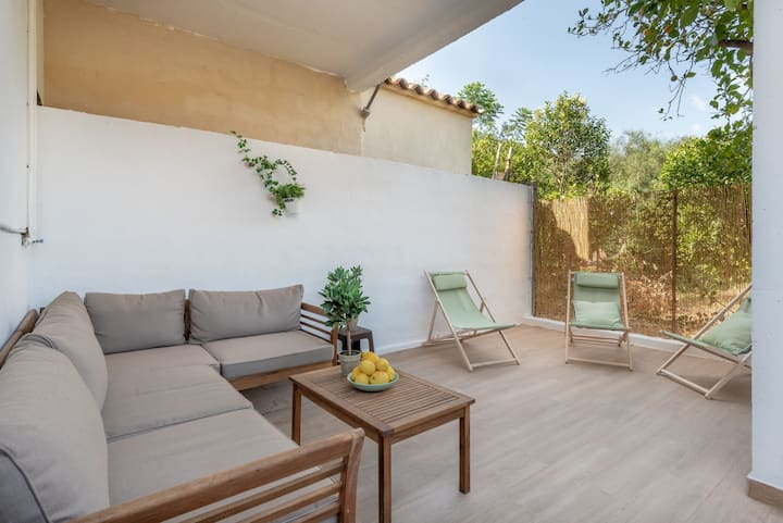 Modern Holiday Home with Balcony, Terrace, Air Conditioning & Wi-Fi