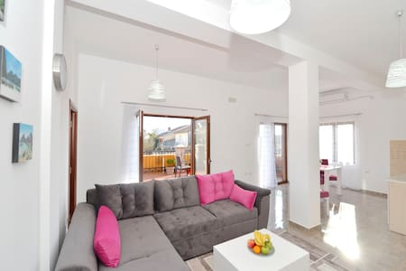 Divine Apartment with Terrace - Tivat - Apartmen