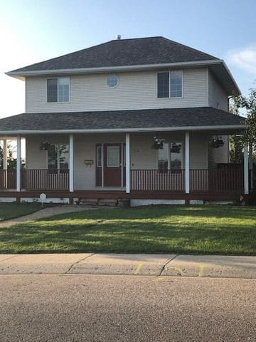 Beautiful Large Cottage Style 2 Story -Entire Home