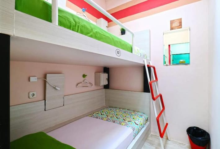 Private Twin Mels Dorm Hostel Kota Tua