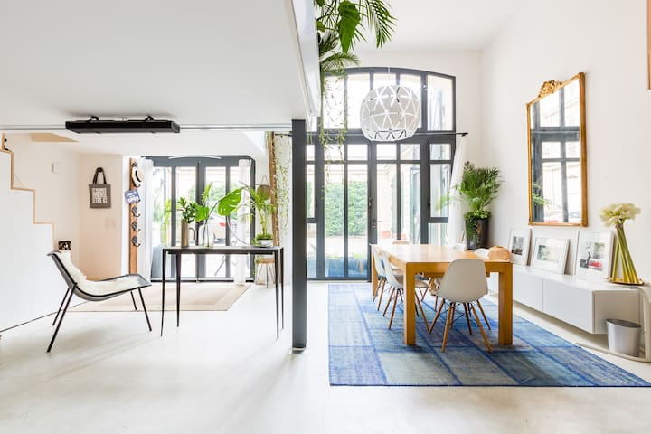 Deluxe 3BR 20 min walk from Champs-Elysées (Veeve)