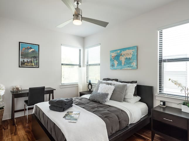 Modern Guest Room walking distance to 6th Street