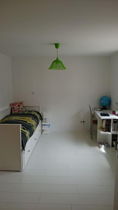 1 chambres de 11m2 avec matelas en 80 (lits gigognes)