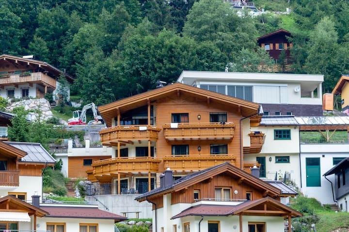 Boutique Apartment with Sauna in Saalbach-Hinterglemm