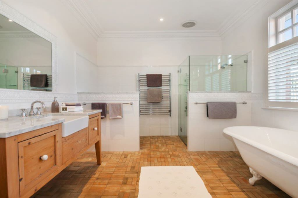 Oversized bathroom - relax in the bath tub and enjoy the heated floor in winter!