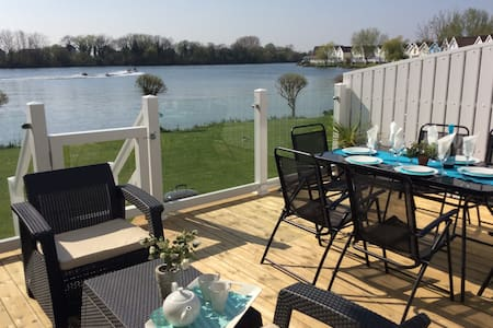 Lakeside With Stunning Views    - Gloucestershire - Casa