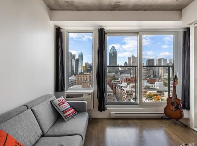 Stylish griffintown studio with amazing skyline