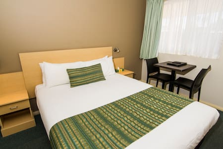 Green Gables Motel - Standard Queen Room - Dubbo