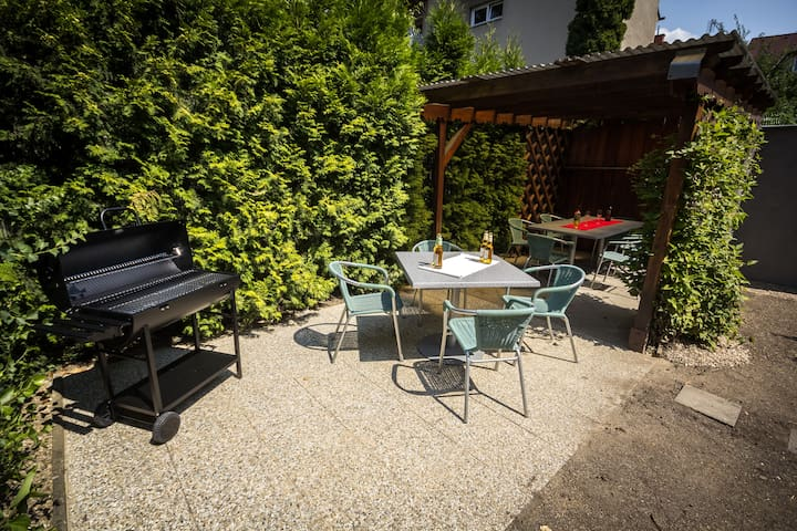 Flat for 5 with table football, garden and BBQ - Brno