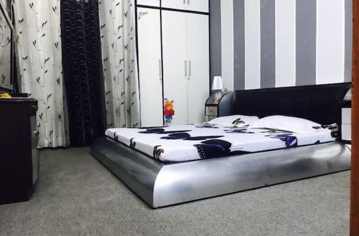 ★Spacious,Safe & Cozy Room in South Delhi,CR Park★