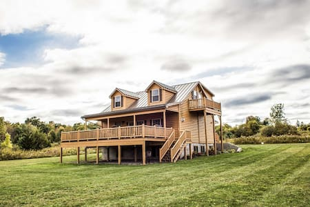 Chateau at Castle Point Paradise, cabin with gorgeous lake view