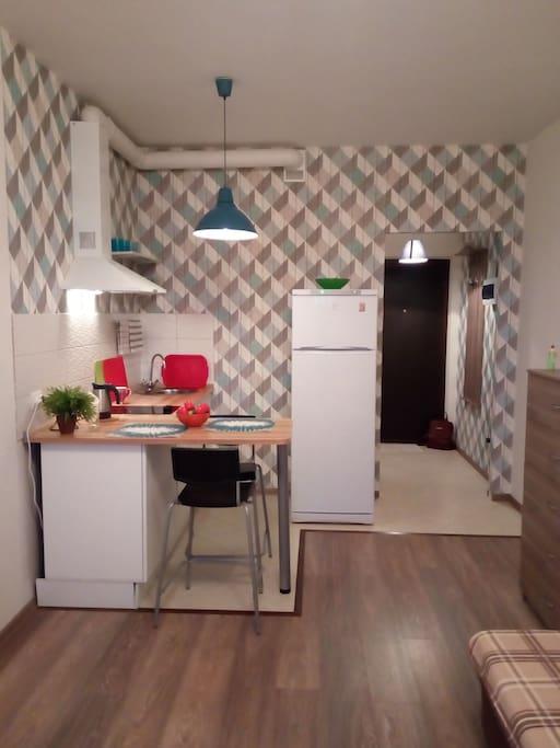 Уютная кухня с необходимой посудой
