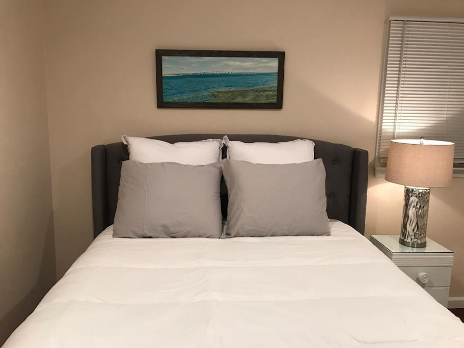 New Queen size Simmons Beauty rest Pillow top bed