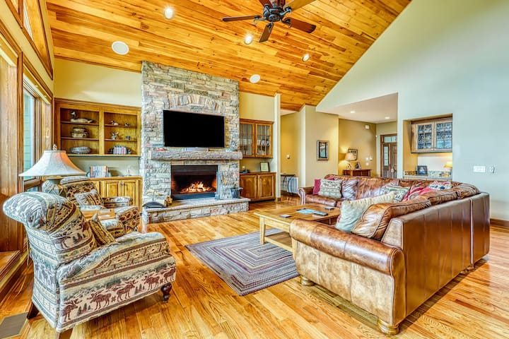NEW LISTING! Luxury home on Sugar Mountain w/hot tub, game room, & large deck