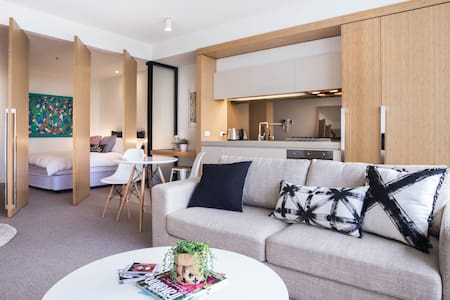 LUXURY SOUTH YARRA + CITY VIEWS - South Yarra - Appartement
