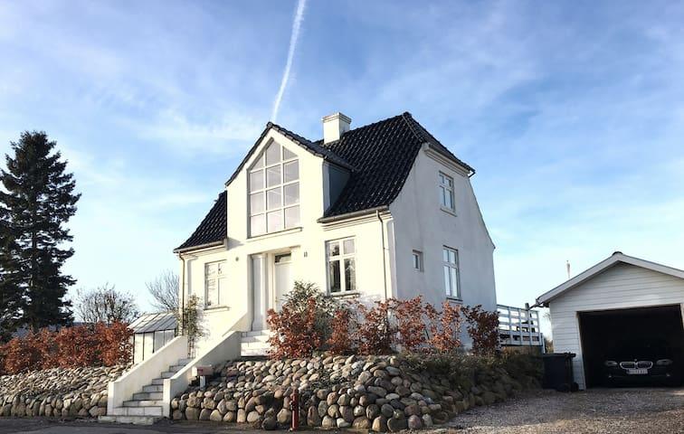 Unik og hyggelig murermestervilla - Horsens - House