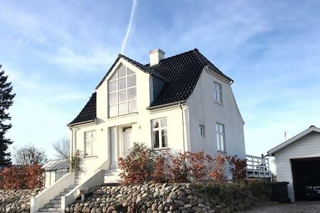 Unik og hyggelig murermestervilla - Horsens - 獨棟