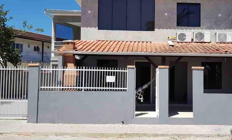 Casa em Penha Centro  Próximo Parque Beto Carreiro