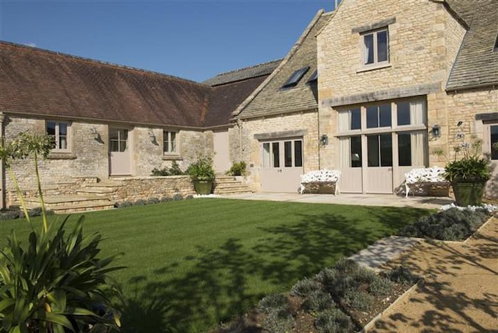 Thorndale Farm, Cirencester (8) - Gloucestershire